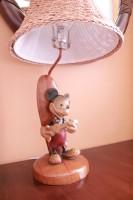 客室にはミッキーデザインのライトも