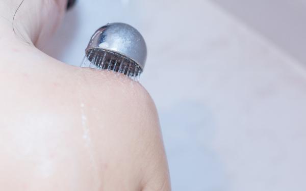 カサカサボディ&ヘアにうるおいを取り戻す「お湯だけ」入浴法とは