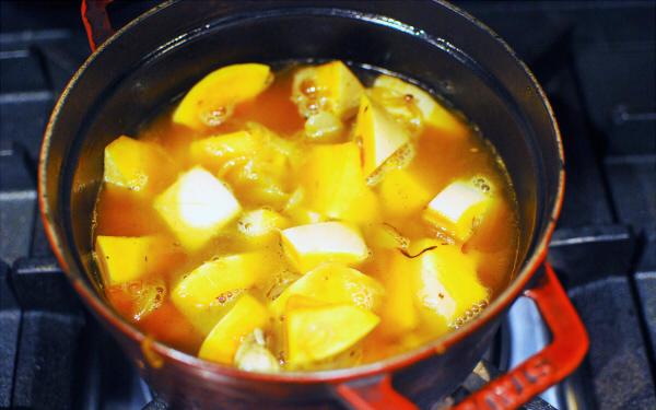 ハロウィン間近の王道レシピ! バターナッツかぼちゃのポタージュ