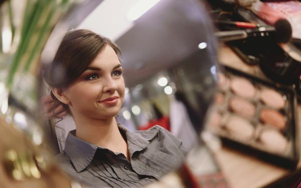女性 化粧 メイク
