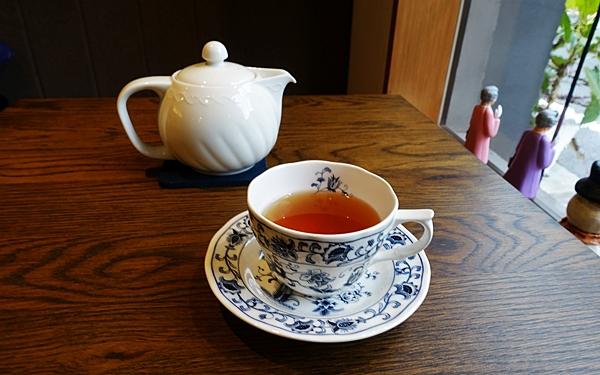 池尻大橋LiLiBET(リリベット) 紅茶のポットとティーカップ