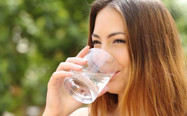 シミ・シワの原因である活性酸素の除去も いま話題の「水素水」の魅力