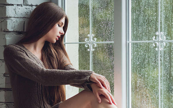 天気が悪くなるたびに憂うつに……。「天気痛」の原因と対処法