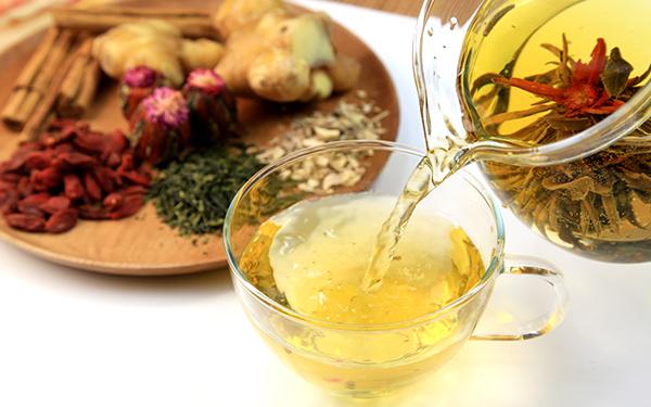 デトックス、眼精疲労、肌の衰え……アンチエイジングにおすすめのお茶8選