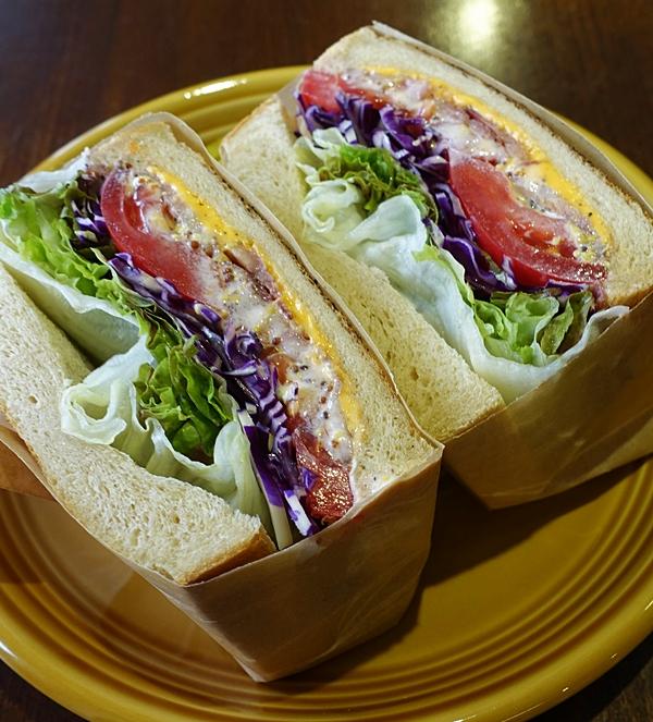 全粒粉パンとBLTのサンドイッチ 1,100円(税別)