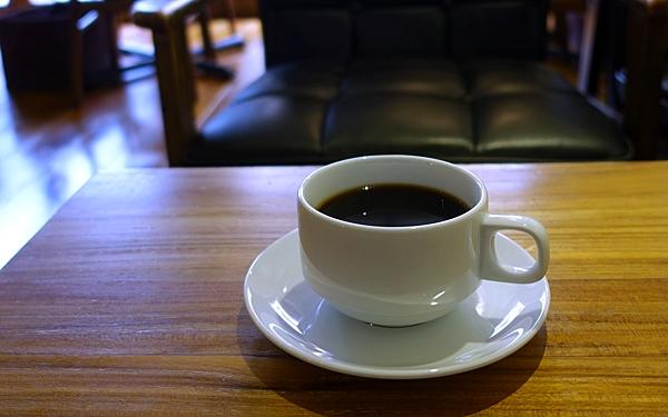 ONIBUS COFFEE豆を使ったコーヒーは 単品で500円(税別)、ランチはサンドイッチにプラス200円(税別)とお手軽価格。