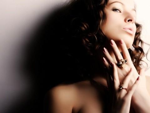 サムネイル ストレスも原因に。突然の「顔の湿疹」ですべきセルフ対処法