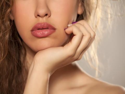 サムネイル ワントーン明るい肌へ!「鼻下の産毛」の正しい脱毛方法を伝授