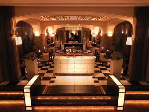 内装は明治生命館の歴史を受け継ぎながらもアール・デコの意匠を随所に配したデザイン。