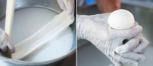 低温殺菌した生乳に乳酸菌とレンネットを加え、40度で6〜7時間、カードを熱湯につけて引っ張るように練って丸める。