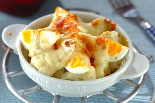 サムネイル チーズ入りマヨソースたっぷり! こんがり焼いた「カリフラワーのチーズ焼き」