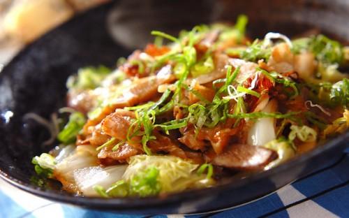 野菜をたっぷり食べられる! ボリューミーな豚肉と白菜の炒め蒸