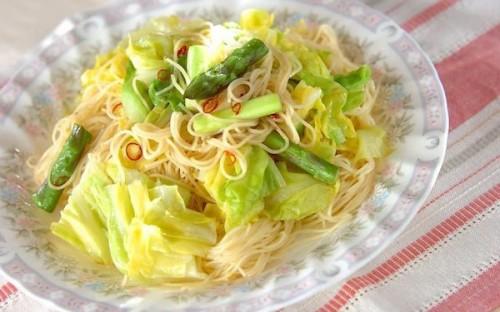 アンチョビの旨味がたまらない、春野菜のパスタ