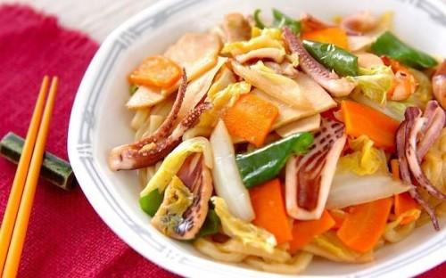 海鮮の旨味をシンプルに味わえる、海鮮焼きうどん