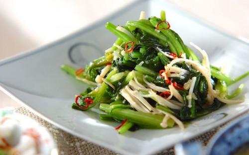 ニンニクの香りが食欲をそそる、みんな大好き青菜の炒め物