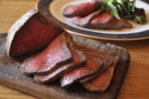 サムネイル 蓋つきの鍋で作る! 「鍋で焼き蒸し ローストビーフ」