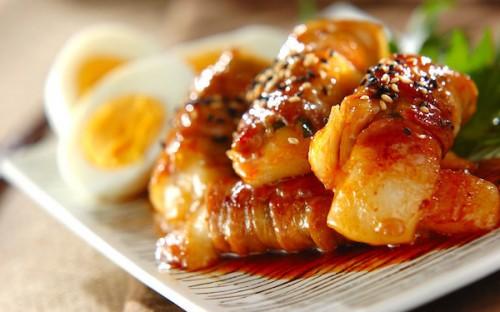 韓国風の特製ダレが見事にマッチ、ピリ辛「肉巻き餅」