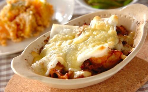 トッピングで絶妙な味の変化も楽しめる! グラタン風の「もちチーズ焼き」