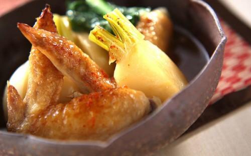 煮込み時間が短く、気楽に作れるカブと手羽先の「トロミ煮」