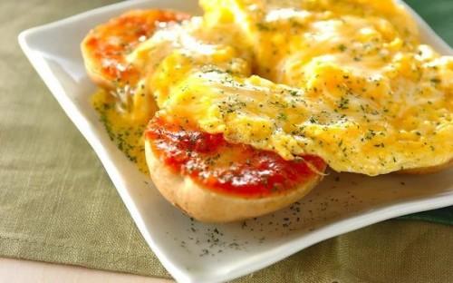 卵を半熟に仕上げるのがコツ、朝食にも最適な「ジャガイモとろとろ卵がけ」