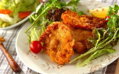 サクサクと食べやすい、シンプルな味つけの「鶏むね肉のチキンカツ」