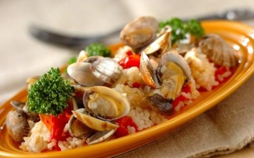 炊飯器で手軽に作れる! 何度も味わいたくなる「アサリとプチトマトのパエリア風」