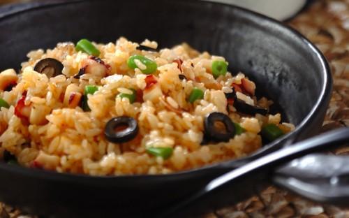 洋風の炊き込みご飯を自宅で味わえる、炊飯器で「タコライス」