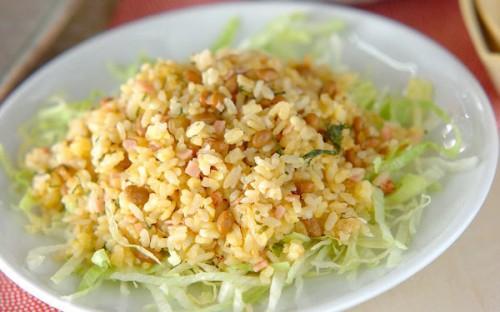 梅干しと大葉で味わう、さっぱり&パラパラとした「納豆チャーハン」