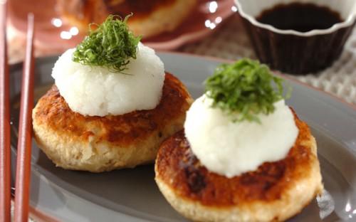 蒸し焼きにすることでパサつかない、しっとり食感で美味しい「おからハンバーグ」