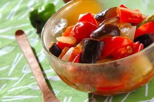 サムネイル 副菜やメインも!火を使わずレンジで完成「ナス」の簡単レシピ 保存版