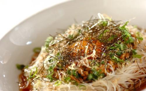 10分で作れる、お箸がスルスル進む「さっぱりオクラ納豆のぶっかけ素麺」