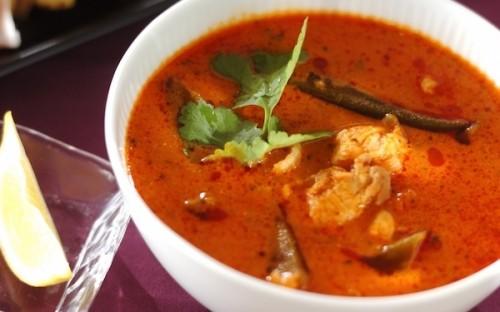 スパイシーで食欲増進の効果あり! コクがある「鶏とオクラのトマトスープ」