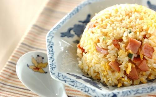 シンプルな具材で作りやすい、パラパラご飯の「焼き豚チャーハン」
