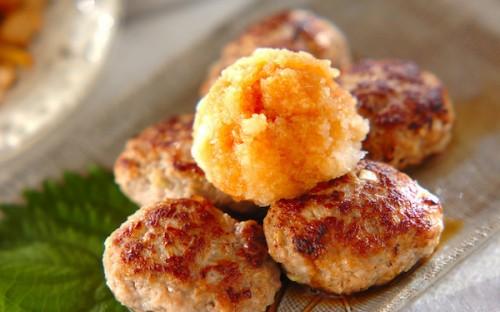 大根おろしでサッパリと食べられる、手軽に作れる「レンコンの肉団子」
