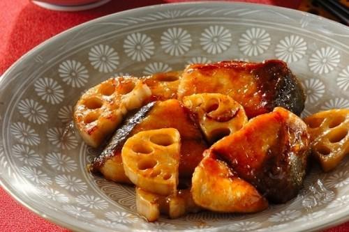 サムネイル 【秋の根菜便利帳】間違いない美味しさ!レンコン、里芋、サツマイモのおかずから野菜スイーツまで
