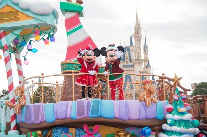 【ミッキーマウスが友だちと過ごす楽しいクリスマス】