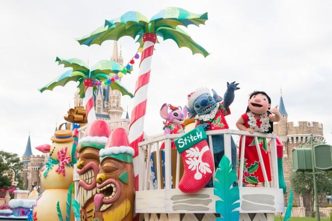 【常夏のハワイで迎えるスティッチたちのクリスマス】