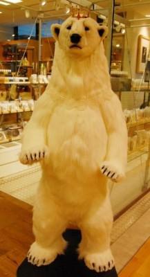 【URBAN RESEARCH Store(アーバンリサーチ ストア)】入り口でシロクマくんがお出迎え♪