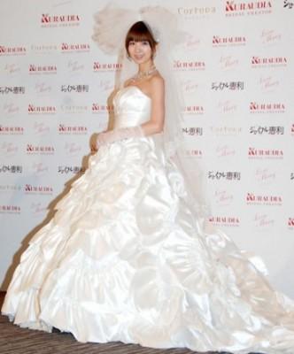 大輪の花が咲いた純白のウエディングドレス♡篠田麻里子プロデュース「Love Mary」2nd Collection