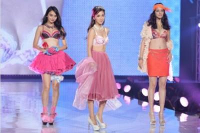 (左から)石田ニコル、中村アン、浦浜アリサ