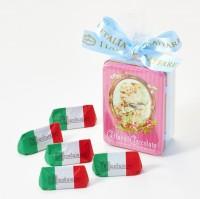 「ローザカリーナ」/Caffarel(税込712円) イタリア・トリノの老舗チョコレートブランドで150年以上愛されている看板商品「ジャンドゥーヤ」をアンティークモチーフのデザイン缶に詰めた数量限定商品。幅広い世代に愛されている老舗の味を堪能して