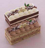 クリスマスシフォン(バニラチョコ・チョコチップ:税込各1296円)/銀座コージーコーナー