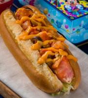 カレー風味のホットドックにポテト、ドリンクのスペシャルセット【販売店舗:リフレッシュメントコーナー】