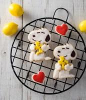 生地にレモンの皮のすりおろしを混ぜて、爽やかな味のクッキーにアレンジ!『SNOOPYのぎゅっとハグクッキーBOOK』(2017/12/18発売:KADOKAWA)