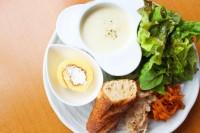「sadaki deli(サダキデリ)」のランチ『シェフの気まぐれプレート』の前菜プレート