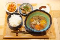 東京・渋谷「REISM STAND(リズム スタンド)」の『お肌ぷるぷる!鶏手羽の参鶏湯』(¥1000)