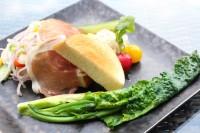 土日祝限定のモーニング『旬の農園野菜とMARUTAのオープンサンド』(¥1300)