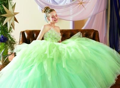 『ピーターパン』に登場する「ティンカー・ベル」をモチーフにしたウエディングドレス/ディズニーコレクション第3弾