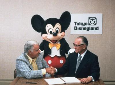 1979年4月30日 ウォルト・ディズニー・プロダクションズ(当時)と業務提携に関する最終契約締結 ※日本時間では5月1日