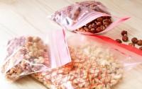 イケア人気商品1位(2018年9月時点)『イースタードプラスチック袋』(税込299円/50ピース)便利なジッパー付き。サトウキビ由来のバイオプラスチックで作られた環境に優しい素材。